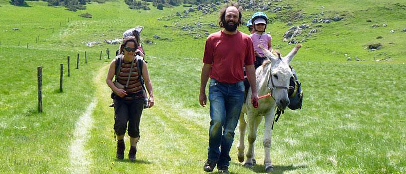 une journée en famille avec un âne